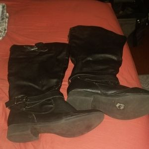 Maurices Size 9 wide calf boots